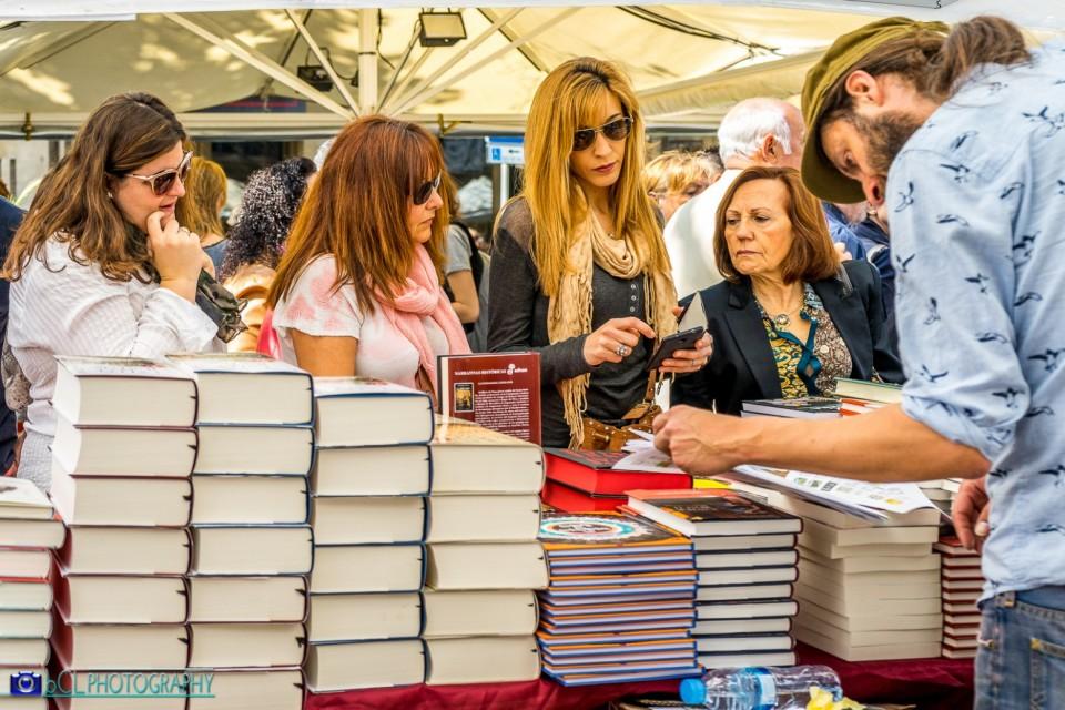 Bookstore. La Rambla. St. George's Day